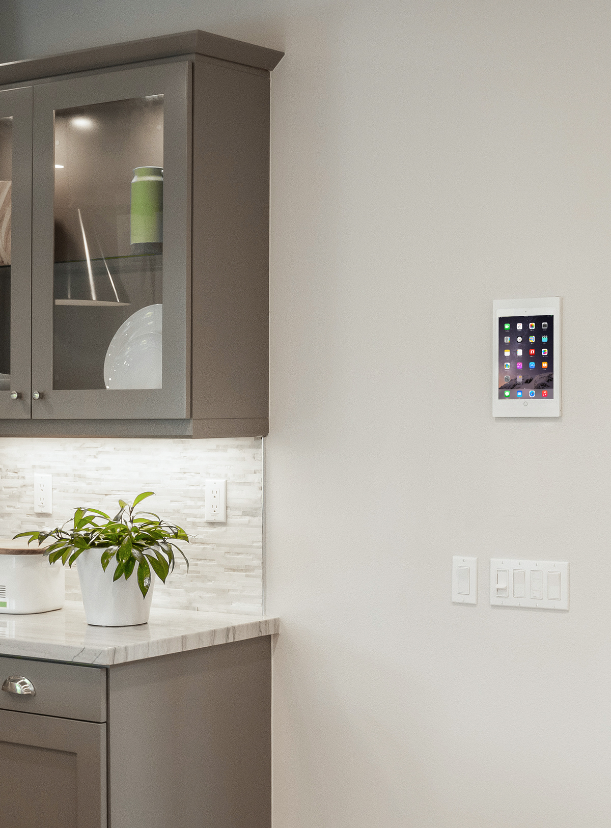 Surface Mount, the best iPad wall mount by IPORT installed in a home near the kitchen.